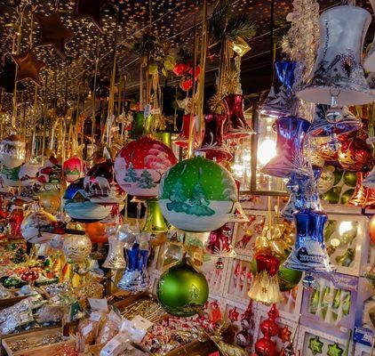 Boules-et-cadeaux-de-Noel-3