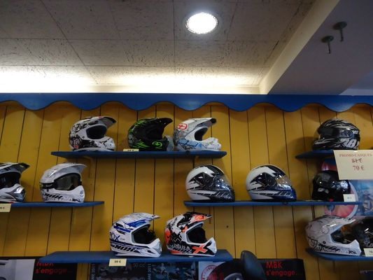 Cycles-Igouassel-Rayon-casques-IGOUASSEL-PASCAL-DI