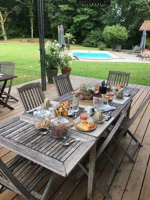 CASTETS_Bel Air Maison d'Hôtes des Landes_Petit dej sur terrasse