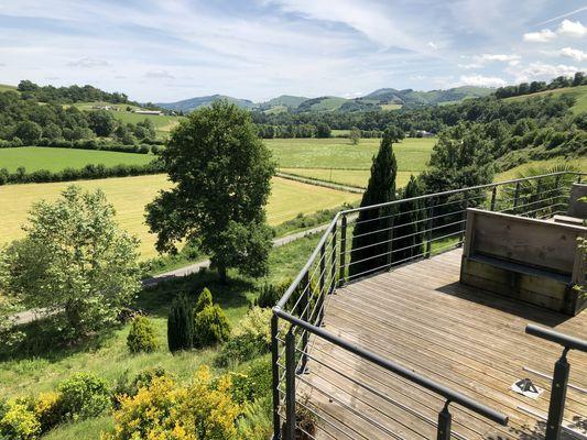 Chateau-de-Porthos-vue-terrasse-LANNE-EN-BARETOUS