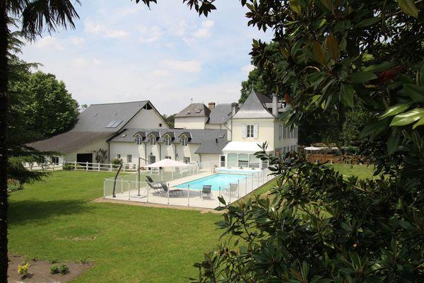Gîte Domaine Pédelaborde - Parc et piscine (Odile Civit)