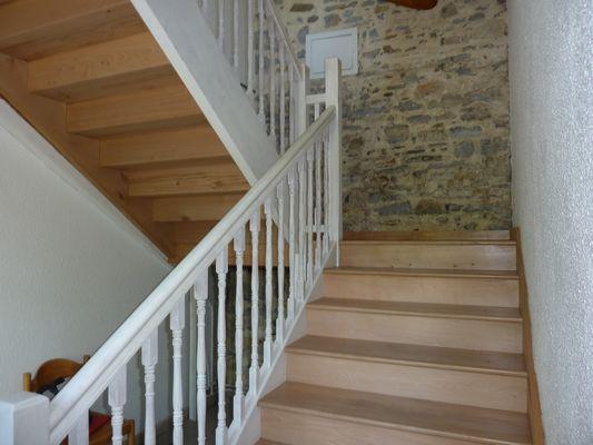 Gite du centre nautique de Soeix - Escalier (Office de Tourisme du Haut Béarn)