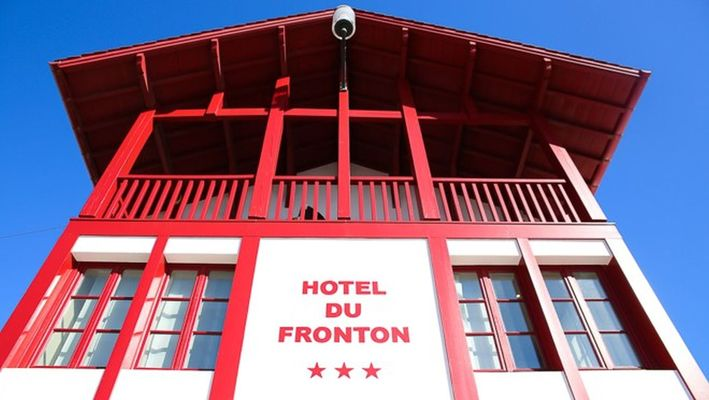 Hôtel du Fronton - Bar - Bidart Côte Basque - Place (10)