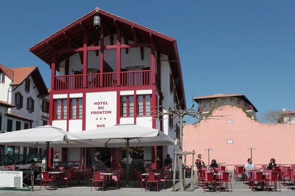 Hôtel du Fronton - Bar - Bidart Côte Basque - Place (15)