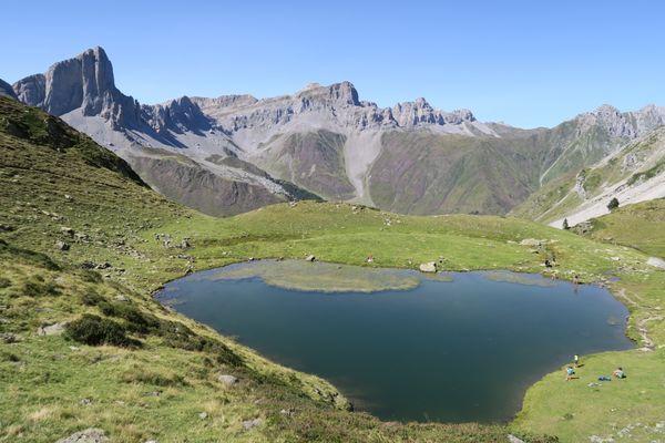 Cabanes et lac d'Ansabe