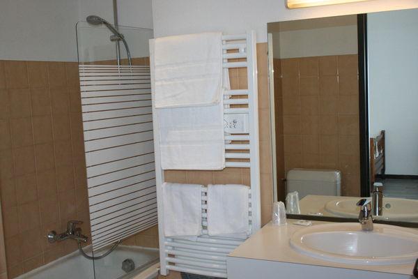 LEON_Hôtel Le Fair Play_salle de bain