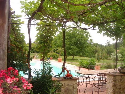 La Roseraie et sa piscine