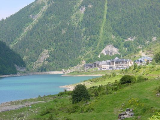 Lac-de-Fabreges-et-village