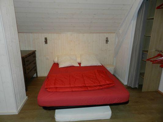 Lit double avec deux lits simples