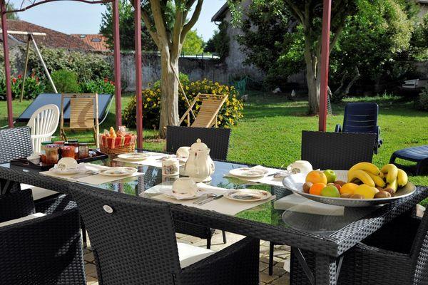 Table Petit déjeuner Maison Coulet