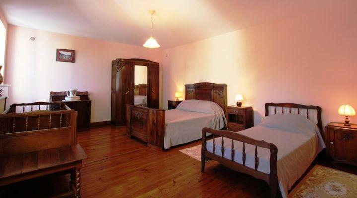 maison-abadie-giscarde-chambre-deux-lits-osserain
