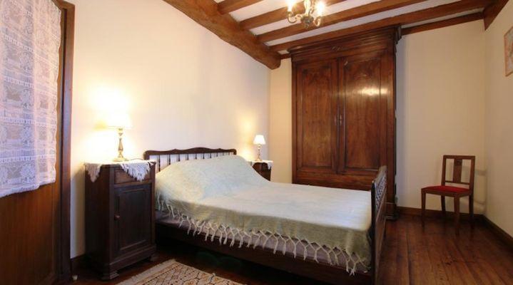 maison-abadie-giscarde-chambre-lit-double-osserain