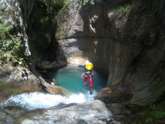 Pyrénées-Aventures-Nouvelles-canyoning