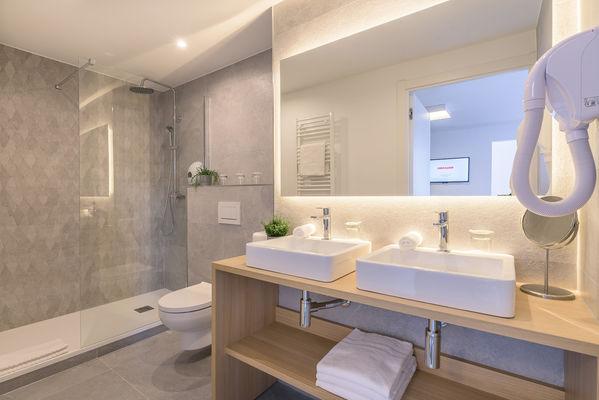 FastHôtel - Chambre Familiale Supérieure - Salle de bains