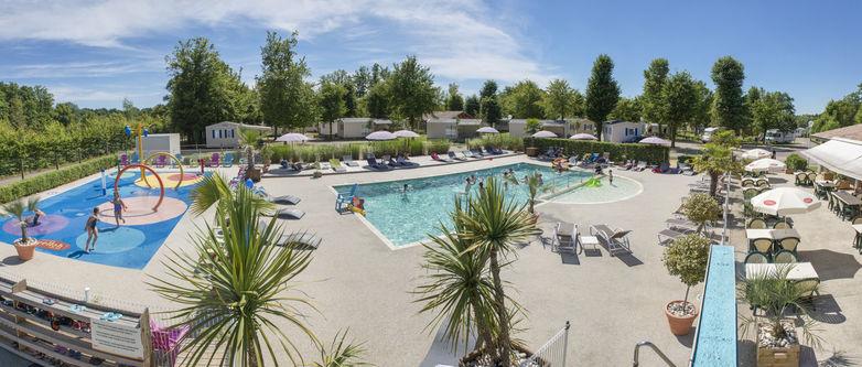 Camping-Yelloh-en-Champagne-Eclaron-piscine