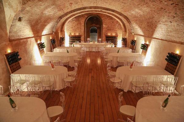 Caveau du Château Comtesse Lafond - Aménagement pour un repas assis