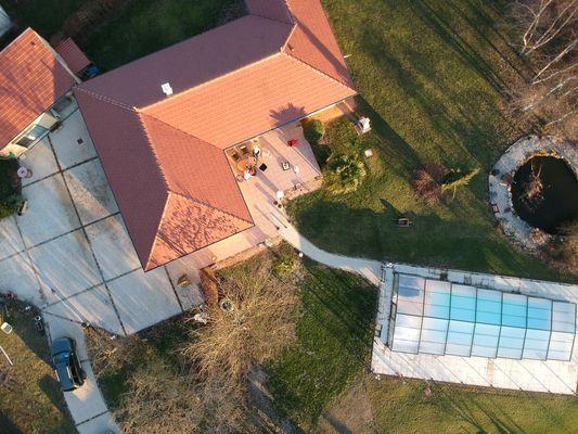 La propriété et la piscine