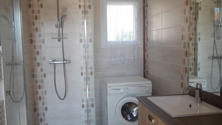 Gite Le Courlis à Outines, salle de bains avec douche à l'italienne