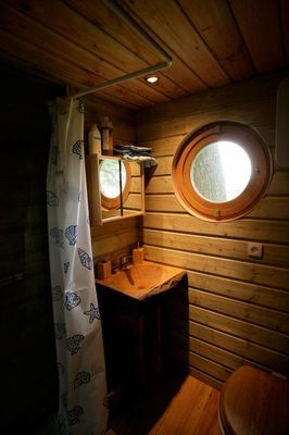 LA CABANE AUX SECRETS salle de bains