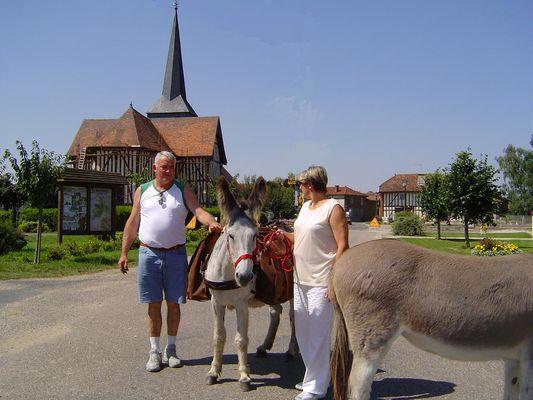 Tour des églises à pans de bois avec un âne
