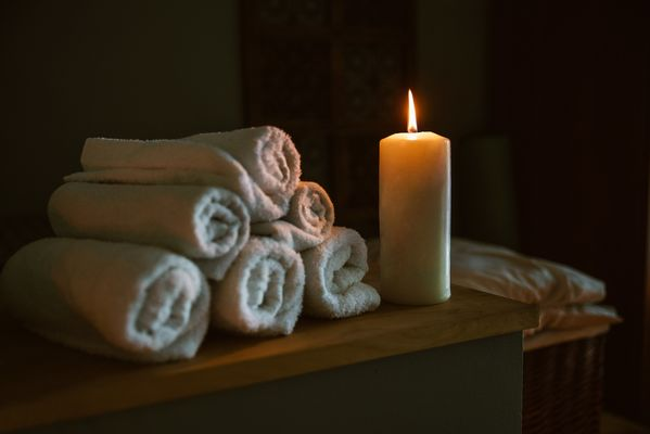 candle-lit-at-spa