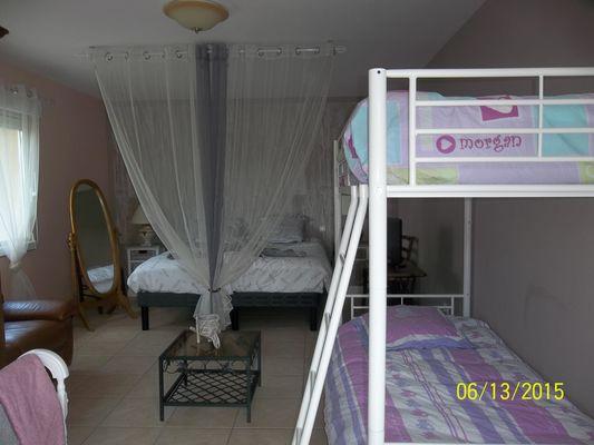 La chambre faliliale (les lits)