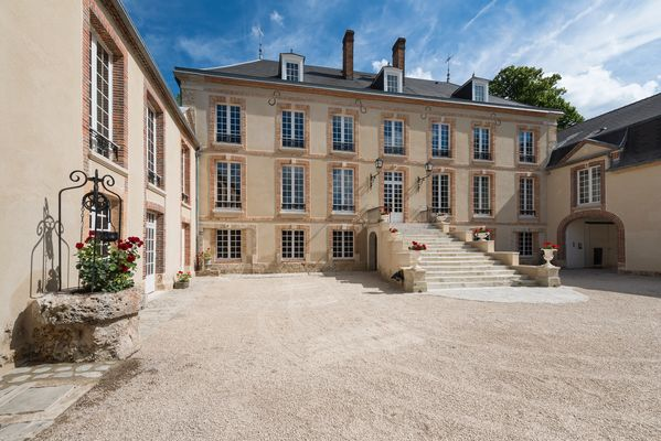 Chateau de Pierry facade