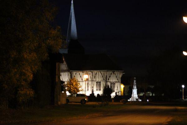 Le Tilleul - en-habit-de-soirée- Eglise St Nicolas d'Outines