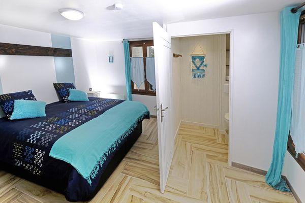 Chambre 2 Rez de Chaussée ( Lit Double ) + WC