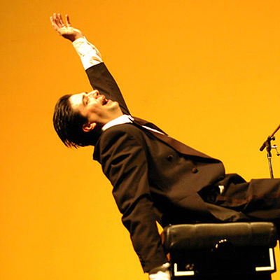 31-Roberto-d'Olbia-3-piano-show-productions