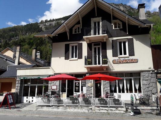 facadeete-bernard-gavarnie-HautesPyrenees