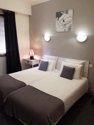 CHAMBRE DOUBLE HOTEL LES GLYCINES