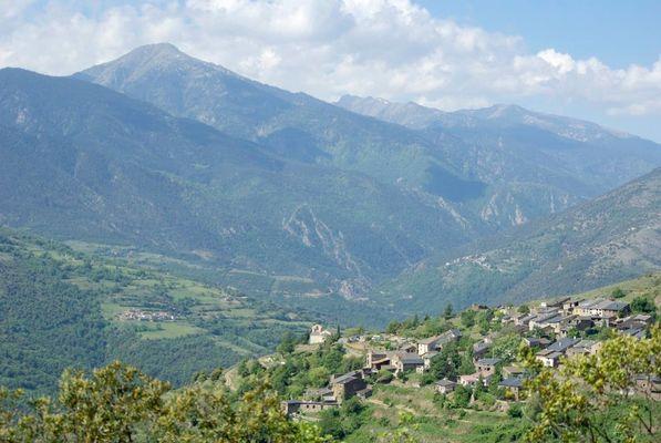Le village de Jujols à 1000 m d'altitude