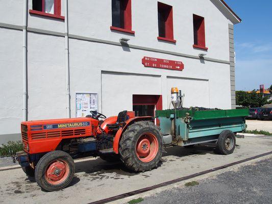 Tracteur au retour de vendange