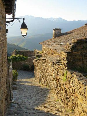 Une rue du village de Jujols