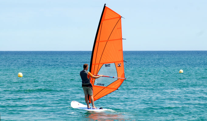 argeles-club-emeraude-plancheavoile-location-windsurf-rent-class-cours