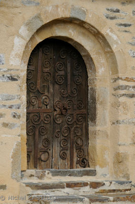 jujols porte eglise