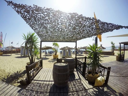 transats-club-emeraude-sunbeds-beach-club-plage-privée-8