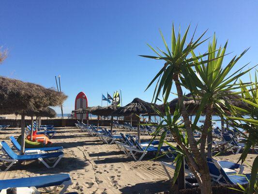 transats-club-emeraudesunbeds-beach-club-plage-privée-9