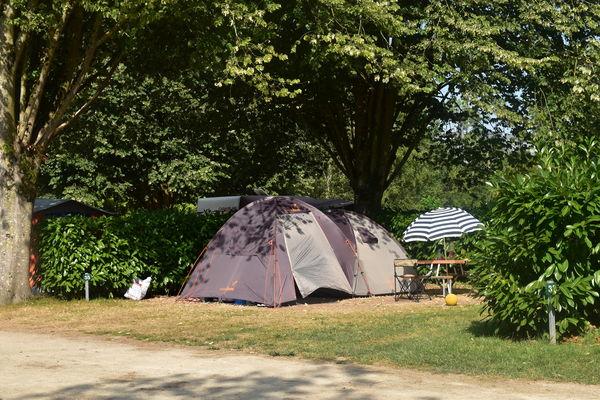 Camping au Bord du Loir - Le Lude - emplacements nus (17)
