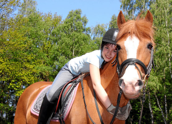 Enfant-poney-©-Kathrin39-Fotolia.com_-630x0
