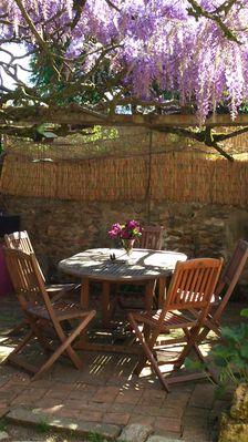 terrasse sous glycine fleurie