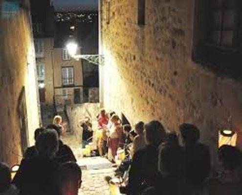 visite avec lampions dans la cité Plantagenêt
