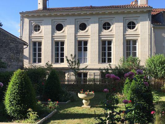 Beaux-esprits-hotel-particulier-fontenay-le-comte-85