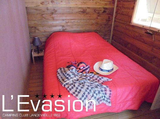 camping-evasion-vendee-visuel-saison-2017-location-lodge-hebergement-insolite-chambre-cocooning02