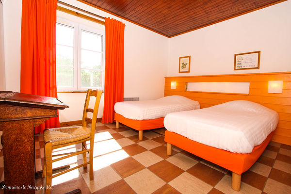 chambre-orange-gite-boulangerie-Domaine de Bacqueville -IMG_8053