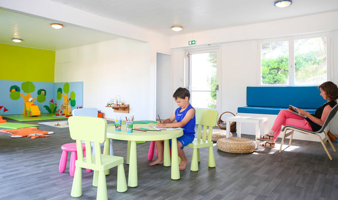 espace-jeux-couvert-ferme-village-vacances-petit-bec