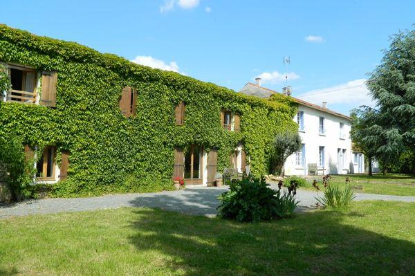 gite-de-groupe-les-chardonnets-doust-mouzeuil-saint-martin-85370-1