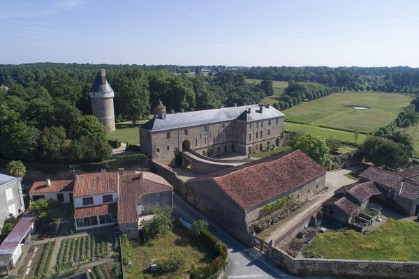 parc-du-chateau-de-l-hermenault-85570-05