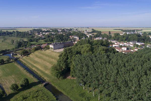 parc-du-chateau-de-l-hermenault-85570-08